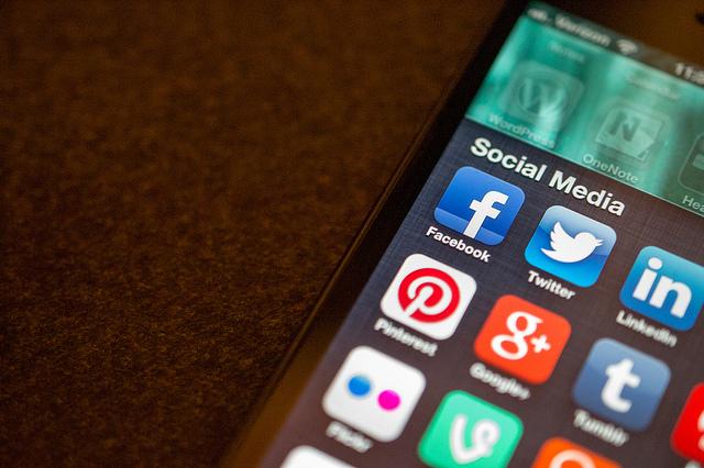 Why Women Should Vet Social Media News